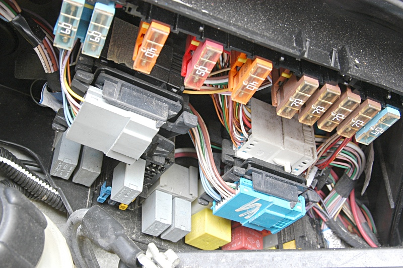 engineside_fusebox_2.2dci_200209 fuse box renault espace 2000 wiring diagram shrutiradio renault espace mk4 wiring diagram at edmiracle.co